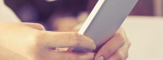 Women-Using-Smartphone-736x490